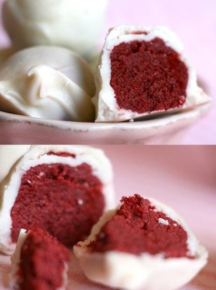 A famosa bolinha doce...uma trufa deliciosa feita com bolo veludo vermelho, tipicamente americano e delicioso